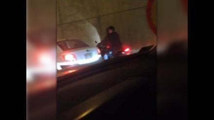 A bordo de moto roban al paso en la Javier Prado