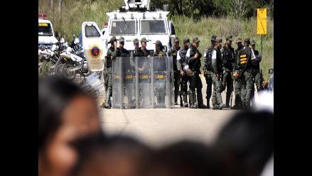 Venezuela: Gobierno reporta 13 reos muertos y ONG habla de 21 fallecidos