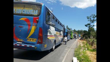 Apurímac: vehículos continúan varados por bloqueo de puente Pampas