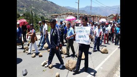 Apurímac: trabajadores de salud de Chincheros desbloquean puente