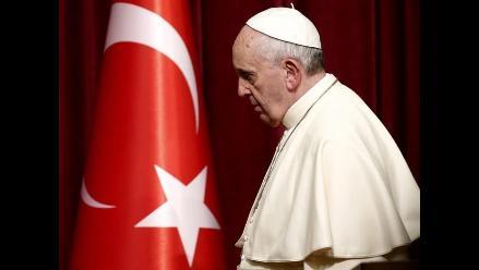 Papa inició su visita a Estambul con adoración a Dios en una mezquita