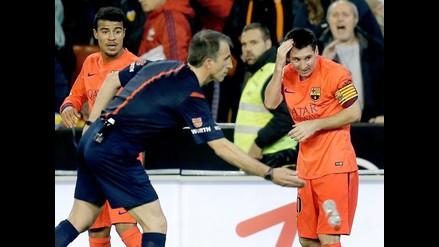 La explicación del árbitro que amonestó a Messi tras el botellazo recibido