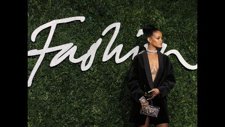 Rihanna lució sexy escote en los British Fashion Awards 2014