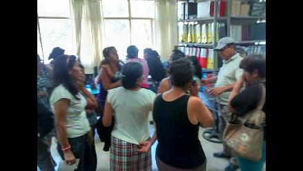 Chiclayo: madres de familia protestan en municipio por pagos