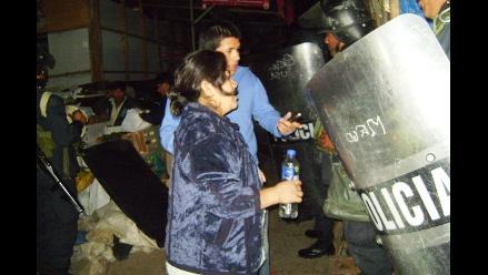 Arequipa: comerciante se echó gasolina para evitar ser desalojado