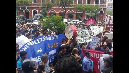 Marcha de estudiantes de la UNI llegó a la sede del Ministerio Público
