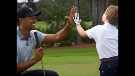 Tiger Woods inspira a niño sin brazo y juega con él para cumplirle un sueño