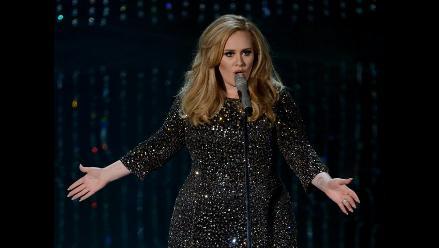 Adele no puede lanzar nuevo álbum por adicción a los cigarrillos