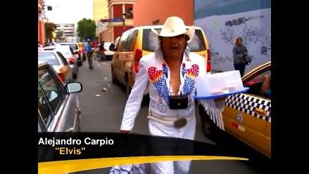Elvis Presley peruano vende alfajores en calles de Lima