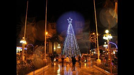 Junín: árbol navideño ilumina la plaza de Tarma