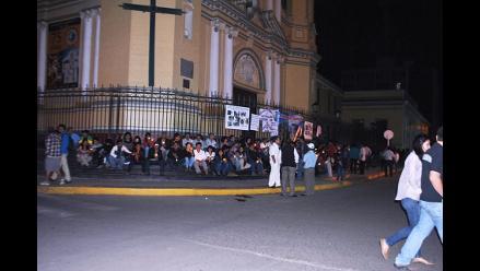 Chimbote: con vigilia alumnos exigen reconstrucción de colegio