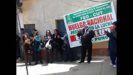 Puno: más de mil trabajadores de EsSalud acatan paro nacional