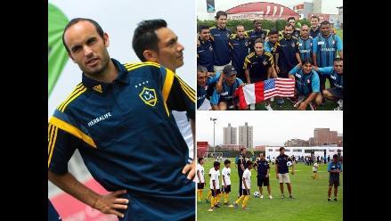 Landon Donovan y los Ángeles Galaxy compartieron con niños en la Videna