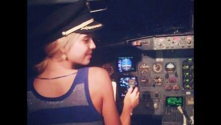 Twitter: piloto mexicano cedió control de avión a dos actrices