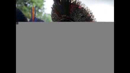 Indios enfrentan a la Policía con flechas frente al Congreso de Brasil