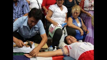 Paraguay: Mujer se crucifica exigiendo derechos laborales