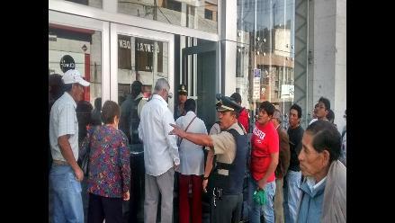 Atención restringida en Banco de la Nación de Arequipa