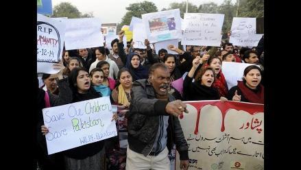 Pakistán llora a los niños muertos en masacre talibán