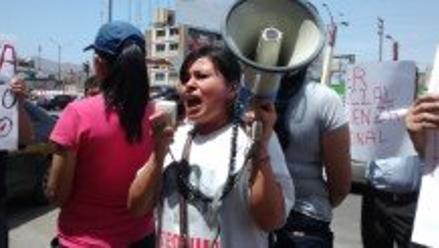 Chimbote: Fiorella Nolasco realiza una sentida protesta en la Corte