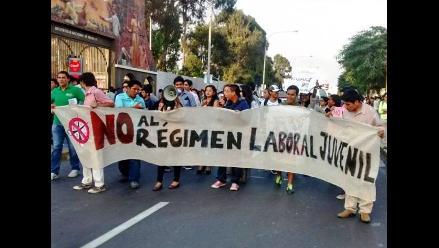 Trujillo: universitarios marchan contra nueva ley de régimen laboral