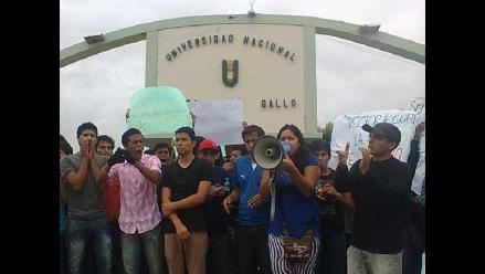 Arequipa: jóvenes y dirigentes realizaron marcha contra ley laboral juvenil
