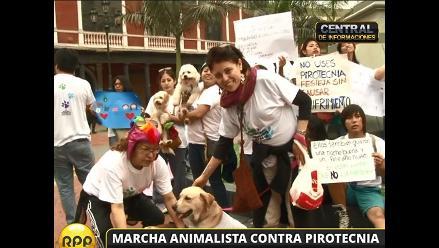 Animalistas marchan en Lima en contra del uso de pirotécnicos