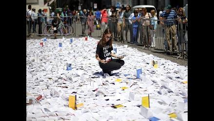 Regalan por navidad 3.000 libros en el centro de Santiago de Chile