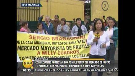 Denuncian que Caja de Lima negoció venta de Mercado de Frutas