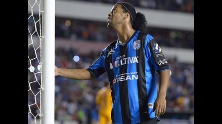 Ronaldinho regresó al Querétaro con casi tres semanas de retraso