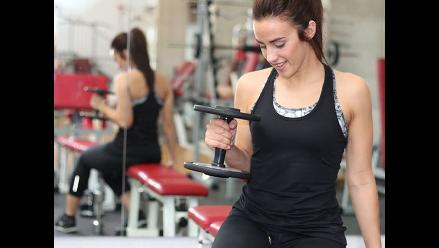 ¿Haces ejercicios pero no levantas pesas? Entérate por qué está mal