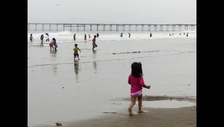 Lambayeque: visitan playas para detectar si aguas son aptas para bañistas