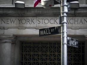 Wall Street comienza 2015 con leve alza