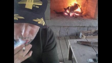 Facebook: Andrés Calamaro desata polémica por fumar marihuana