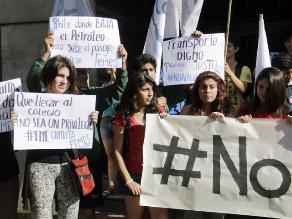 Chile: Estudiantes protestan por alza de tarifa del transporte público