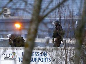 Francia: policia inicia operativo en imprenta secuestrada por sospechosos