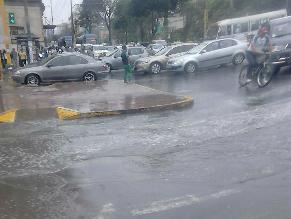 Aniego de proporciones inunda varias zonas de dos distritos de Lima