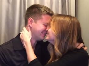 YouTube: Mujer revela estar embarazada en una fotocabina