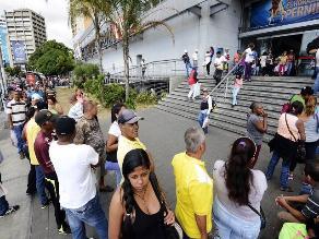 Venezuela: Prohíben pernoctar frente a negocios por escasez