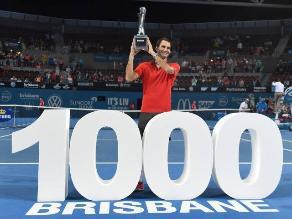 Roger Federer alcanzó el millar de triunfos al coronarse campeón en Brisbane