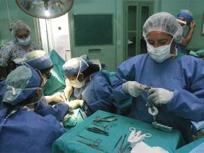 Trujillo: médicos extirpan con éxito tumor de más de 11 kilos