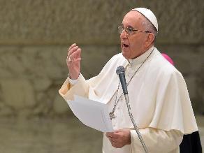 El papa pide a líderes musulmanes condena del extremismo religioso violento
