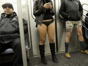 Cientos de neoyorquinos viajaron en el metro sin pantalones