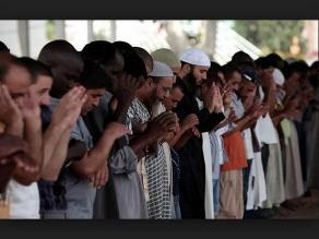 Los musulmanes a través de la mirada de un poeta y un cantautor migrante