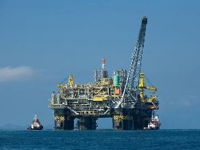 EE.UU. eleva previsión de demanda mundial de petróleo para 2015