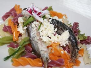 Comer pescados azules ayuda a disminuir dolores de cabeza gracias a Omega