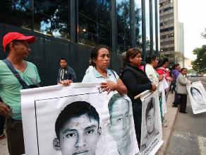 México: padres buscarán en cuarteles a estudiantes desaparecidos