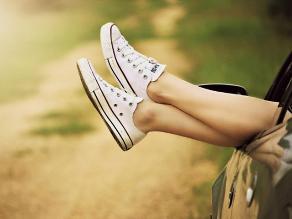 Crean un zapato inteligente que genera energía al caminar