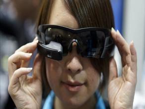 Lentes inteligentes protagonizan la feria de la tecnología de Tokio
