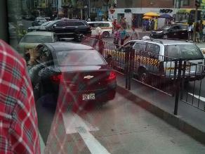 Taxis ingresan a la vía del Metropolitano