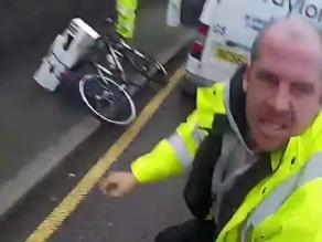 YouTube: Conductor de furgoneta empuja a ciclista y lo golpea
